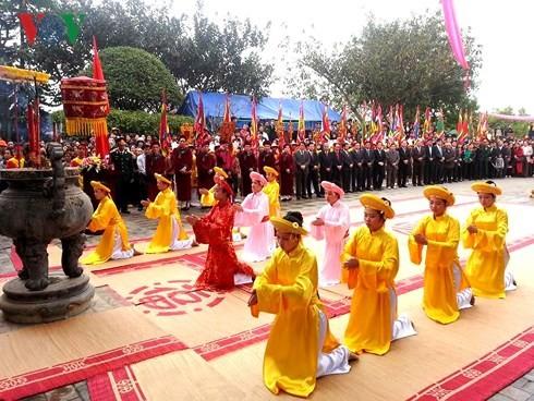 越南多地举行春季庙会开庙活动 - ảnh 1