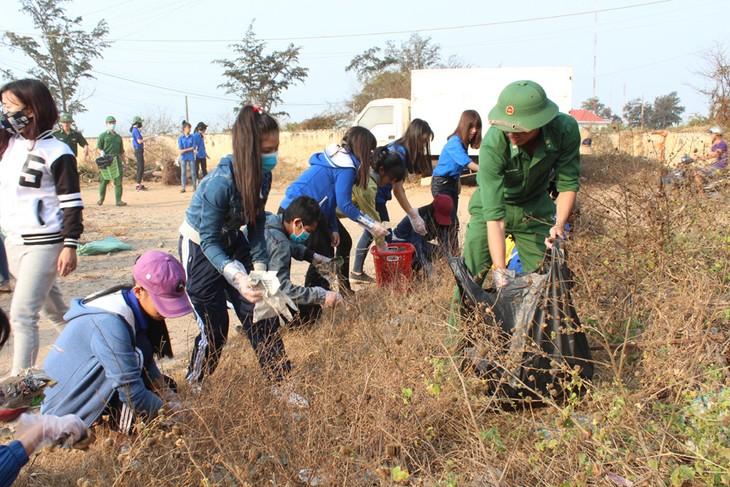 绿色星期日活动有助于提高青年的环保意识 - ảnh 1