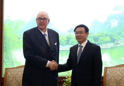 越南政府副总理王庭惠会见怡和集团主席凯瑟克 - ảnh 1