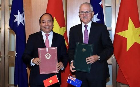 阮春福和特恩布尔签署关于建立战略伙伴关系的联合声明 - ảnh 1