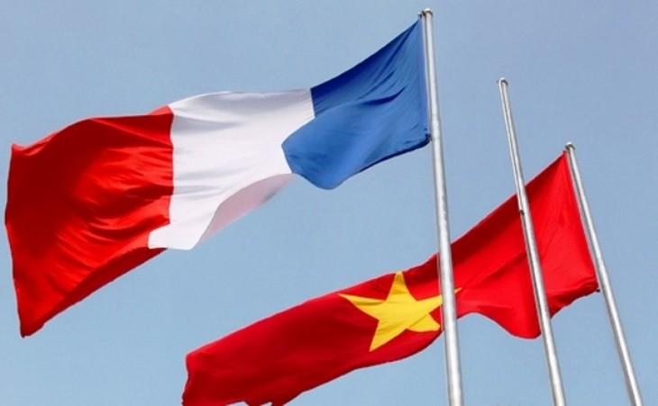 越共中央总书记阮富仲启程对法国进行正式访问 - ảnh 1