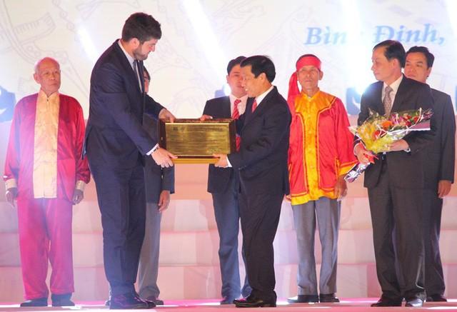 越南中部发牌唱曲艺术获颁人类非物质文化遗产代表作证书 - ảnh 1