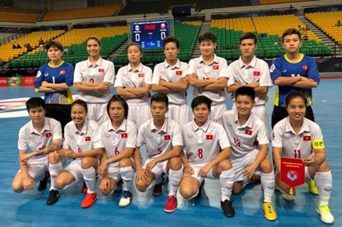 越南队晋级2018年亚洲女子五人制室内足球锦标赛四分之一决赛 - ảnh 1