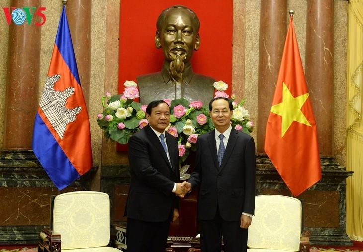 越南国家主席陈大光会见柬埔寨国务大臣布拉索昆 - ảnh 1