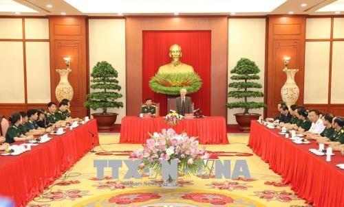 越共中央总书记阮富仲会见军队工会优秀会员代表团 - ảnh 1