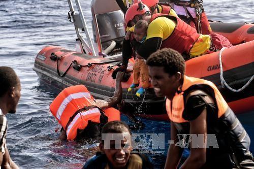 西班牙解救数百名地中海难民 - ảnh 1