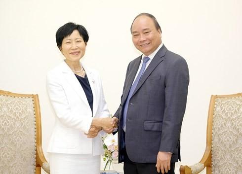 阮春福会见全球环境基金首席执行官兼主席石井菜穗子 - ảnh 1