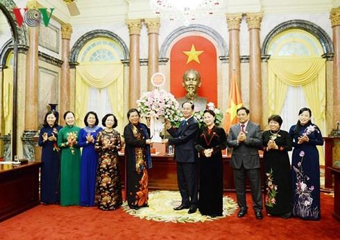 陈大光会见越南第十四届国会女代表小组 - ảnh 1
