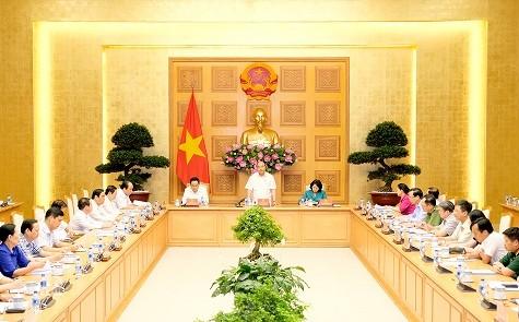 阮春福主持召开中央竞赛奖励委员会上半年小结会议 - ảnh 1