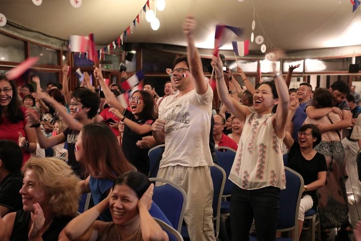庆祝法国队夺冠的气氛扩散到越南 - ảnh 1