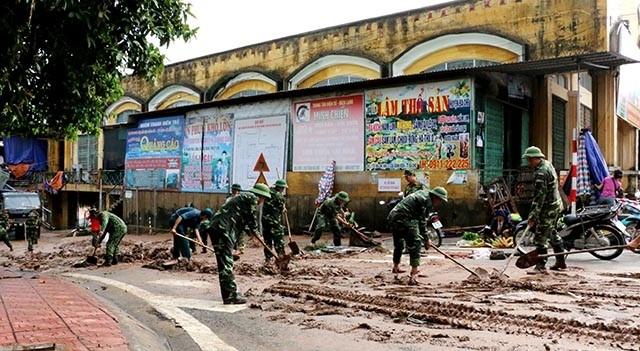 越南各地克服洪涝影响 稳定人民生活 - ảnh 1