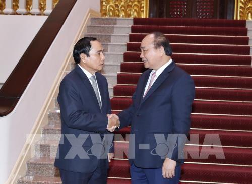 阮春福会见老挝政府副总理兼国家监察总署署长本通 - ảnh 1