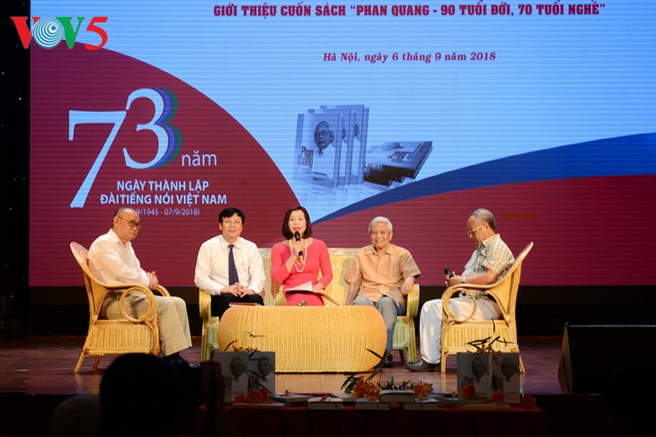 越南之声举行成立73周年见面会暨《潘光—人生90 新闻从业 70年》一书发布仪式 - ảnh 2