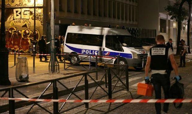 法国巴黎发生持刀砍人案件 多人受伤 - ảnh 1