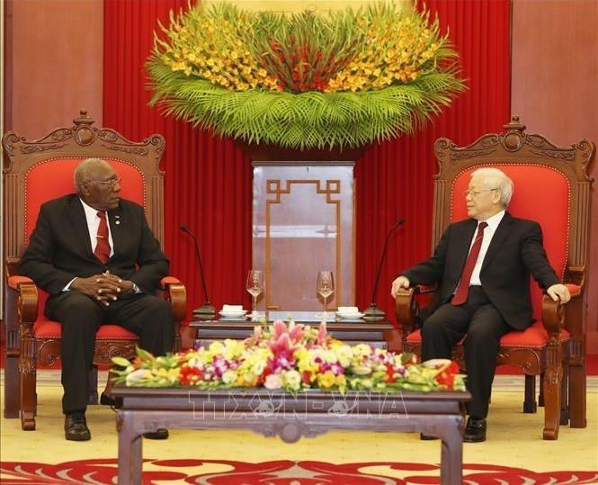 阮富仲会见古巴国务委员会第一副主席兼部长会议第一副主席巴尔德斯 - ảnh 1
