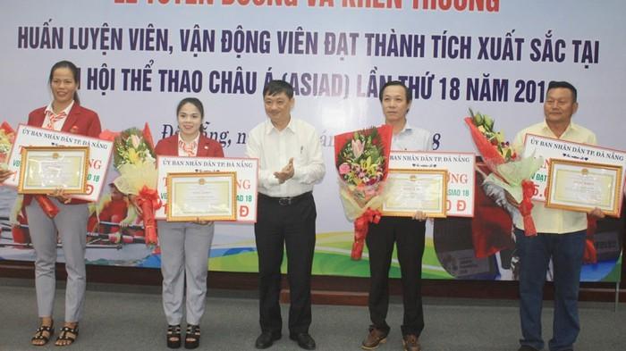 岘港对参加2018雅加达亚运会的教练员和运动员进行表彰 - ảnh 1