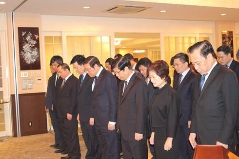 越南驻古巴、日本、新加坡、缅甸、老挝大使馆举行陈大光主席吊唁仪式 - ảnh 1