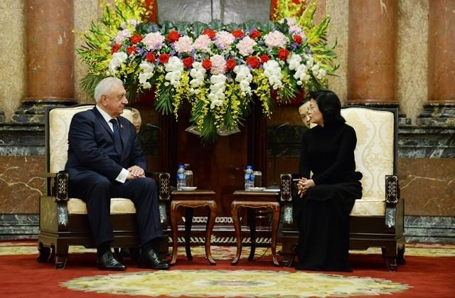 越南国家代主席邓氏玉盛会见白俄罗斯国民议会共和国院主席米亚斯尼科维奇 - ảnh 1