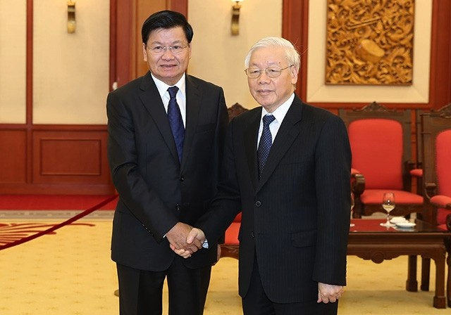 越共中央总书记阮富仲会见老挝政府总理通伦 - ảnh 1