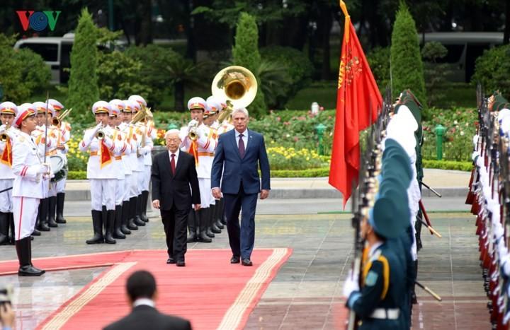 阮富仲主持仪式欢迎古巴国务委员会主席兼部长会议主席迪亚斯-卡内尔访越 - ảnh 1