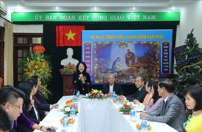 越南国家副主席邓氏玉盛看望越南天主教团结委员会 - ảnh 1