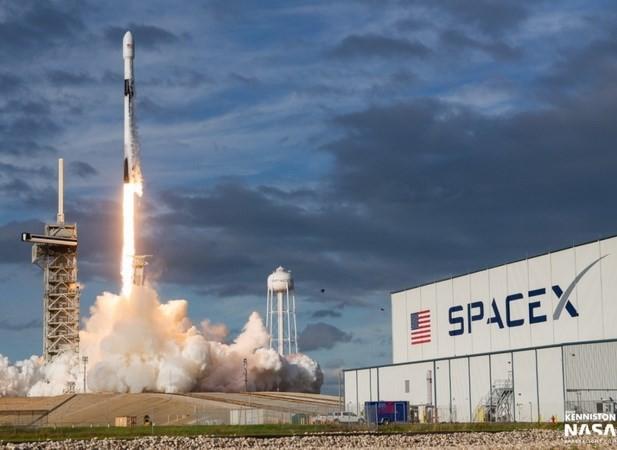 美国太空探索技术公司成功发射首颗军事卫星 - ảnh 1