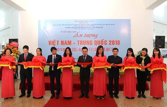 2018年越南-中国印象摄影展开幕 - ảnh 1