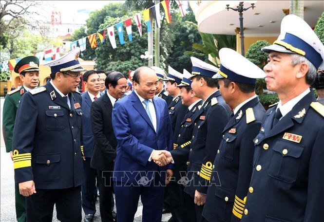 阮春福检查海军部队战备工作 - ảnh 1
