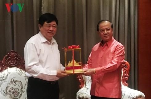 老挝新闻文化和旅游部部长波显坎•冯达拉会见本台台长阮世纪 - ảnh 1