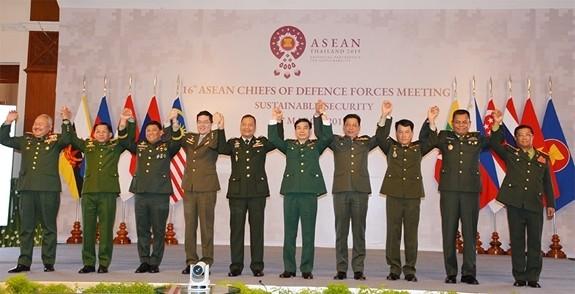 东盟陆军总司令会议重视可持续安全 - ảnh 1