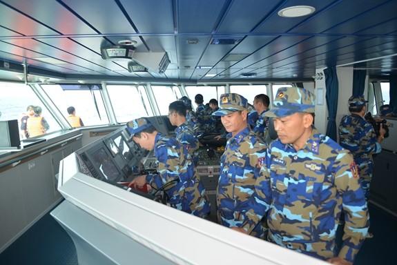 越中海上警察举行北部湾渔业联合检查 - ảnh 1