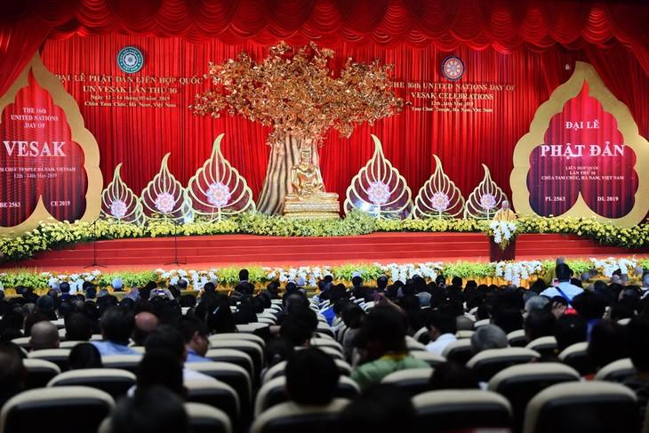 阮春福:2019年联合国卫塞节强调了越南佛教教会在融入国际过程中的地位和作用 - ảnh 2