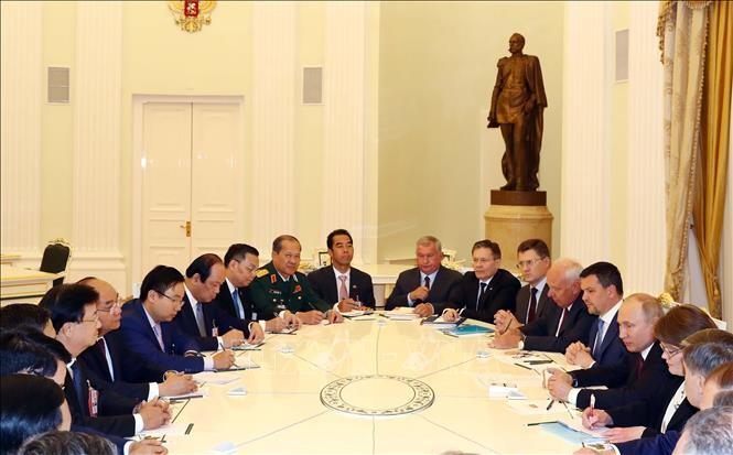 越南政府总理阮春福会见俄罗斯总统普京 - ảnh 1