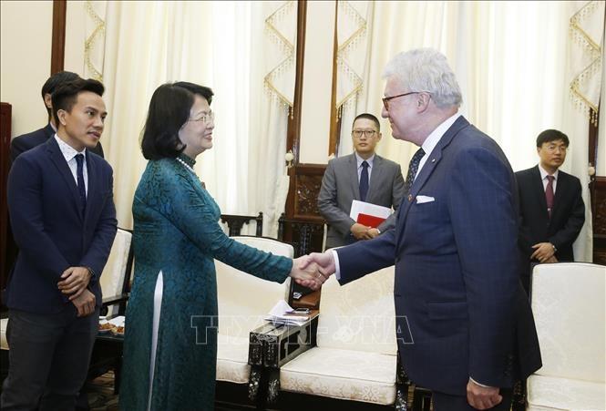 越南国家副主席邓氏玉盛会见澳大利亚昆士兰州总督德泽西 - ảnh 1