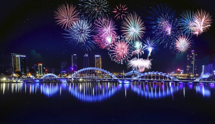 2019年岘港国际烟花节开幕 - ảnh 1