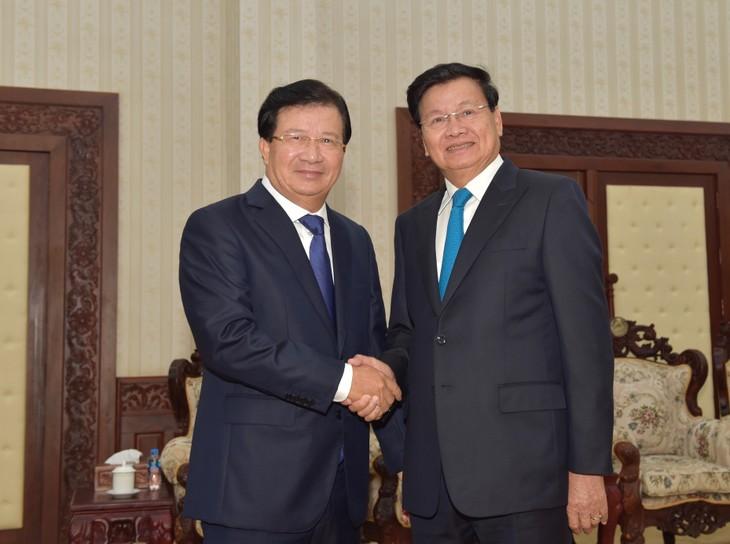 越南政府副总理郑庭勇会见老挝政府总理、国会主席 - ảnh 1