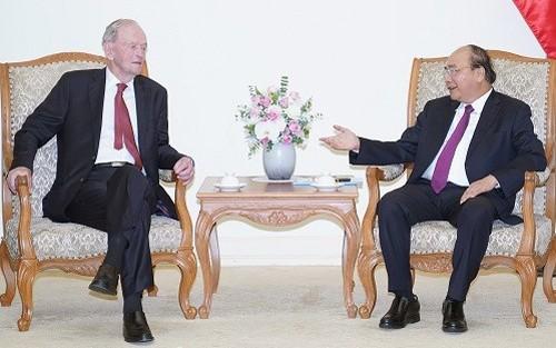 越南政府总理阮春福会见加拿大前总理让·克雷蒂安 - ảnh 1