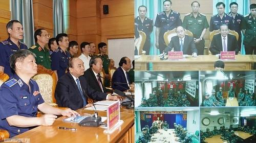 越南政府总理阮春福与海上警察司令部举行工作会议 - ảnh 1