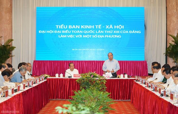 越共13大经济社会小组与一些地方领导人举行工作会议 - ảnh 1