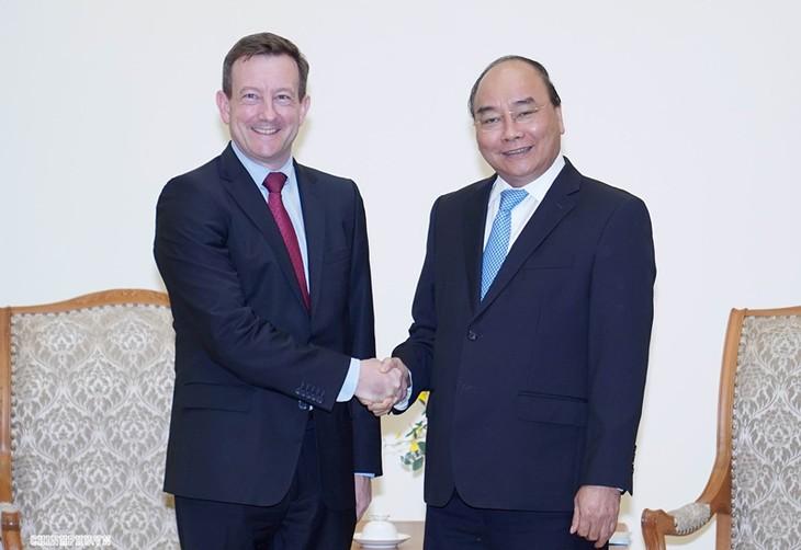 越南政府总理阮春福会见法国驻越大使洛托拉里 - ảnh 1