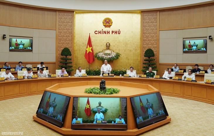 阮春福总理在政府工作例会上作总结发言 - ảnh 1
