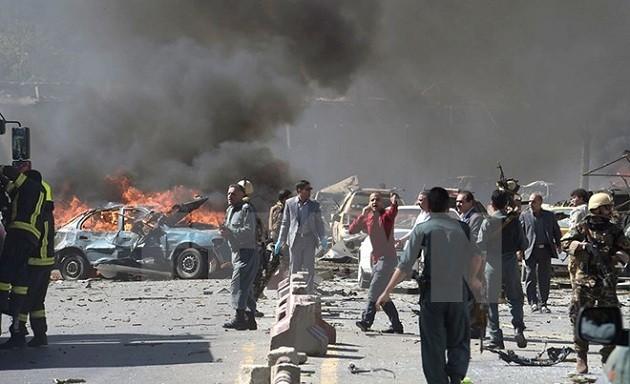 ការវាយប្រហារដោយគ្រាប់បែកនៅមណ្ឌលអង្គទូតនៅក្រុង Kabul បណ្ដាលឲ្យមនុស្សចំនួន៩០នាក់ត្រូវស្លាប់ - ảnh 1