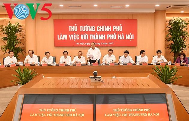 លោក Nguyen  Xuan Phuc  អញ្ជើញជួបធ្វើការជាមួយថ្នាក់ដឹកនាំស្នូលទីក្រុងហាណូយ - ảnh 1