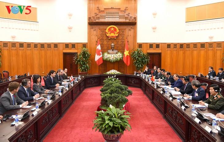 នាយករដ្ឋមន្រ្តីវៀតណាមលោក Nguyen Xuan Phuc ជួបសន្ទនាជាមួយនាយក រដ្ឋមន្រ្តីកាណាដាលោក Justin Trudeau - ảnh 1