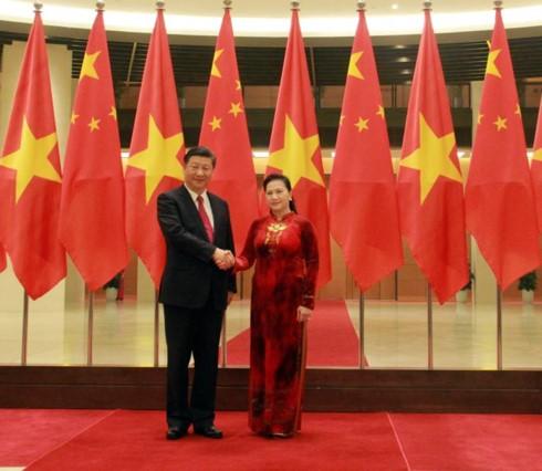 ប្រធានរដ្ឋសភាវៀតណាម  Nguyen Thi Kim Ngan ជួបសម្តែងការគួរសមអគ្គលេខាបក្ស ប្រធានរដ្ឋចិន Xi Jinping - ảnh 1