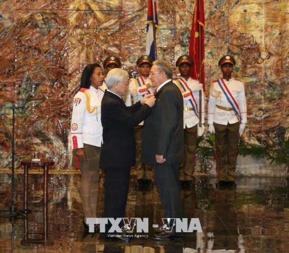 អគ្គលេខាលោក Nguyen Phu Trong ជួបចរចាជាមួយប្រធានរដ្ឋគុយបាលោក Raul Castro - ảnh 2