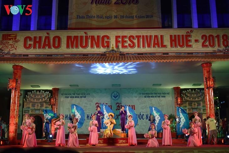 បើកមហោស្រពបទចម្រៀង Van និងបទចម្រៀង Chau van ទូទាំងប្រទេសនៅក្នុងមហោស្រព Hue - ảnh 1
