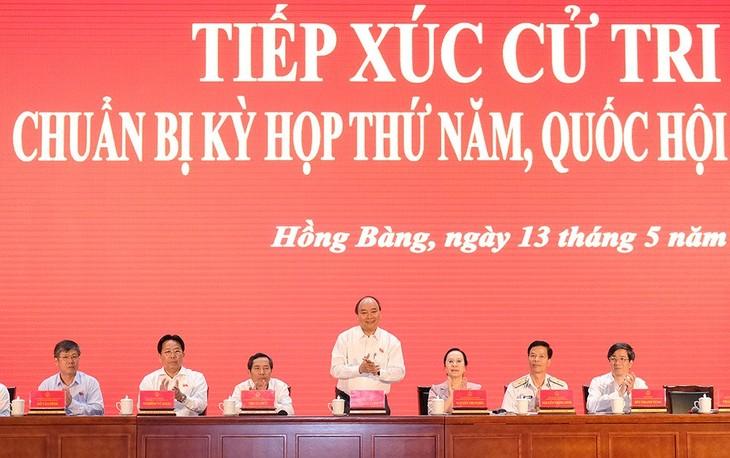នាយករដ្ឋមន្រ្តីលោក Nguyen Xuan Phuc ជួបប្រាស្រ័យជាមួយអ្នកបោះឆ្នោតទីក្រុងហាយហ្វុង - ảnh 1