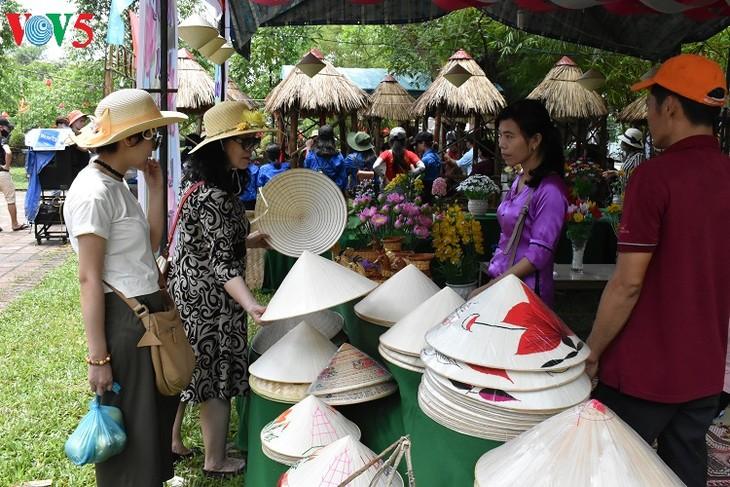 ផ្សារស្រុកស្រែ - ផលិតផលទេសចរណ៍សហគមន៍នៅខេត្ត Thua Thien Hue - ảnh 1