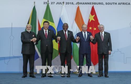 ថ្នាក់ដឹកនាំនៃបណ្តាប្រទេសពិភាក្សាទ្វេភាគីខាងក្រៅកិច្ចប្រជុំកំពូល BRICS - ảnh 1